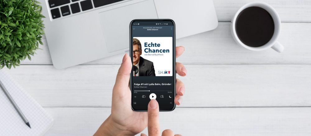 """Künstliche Intelligenz in Schleswig-Holstein – Lydia Bahn ist bei Wirtschaftsminister Bernd Buchholz in der #1 Folge des Podcast """"Echte Chance"""" zu Gast."""